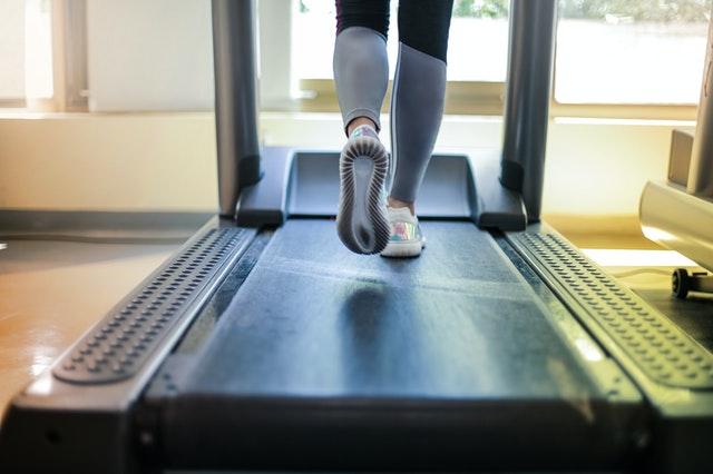 Dieses 20-minütige, Ausfallschritt-lastige Workout bringt die Gemütlichkeit in jeden einzelnen Muskel in Ihren Beinen